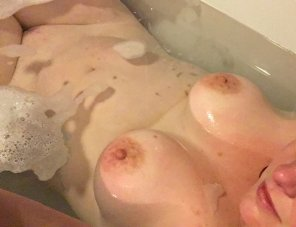 amateur photo IMAGE[image] Anyone want to join me in the tub?