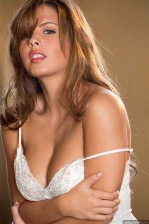 amateur photo Keisha Grey looking sultry in white