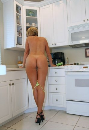 amateur photo Ass in the kitchen