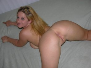 amateur photo Shes happily waiting for you