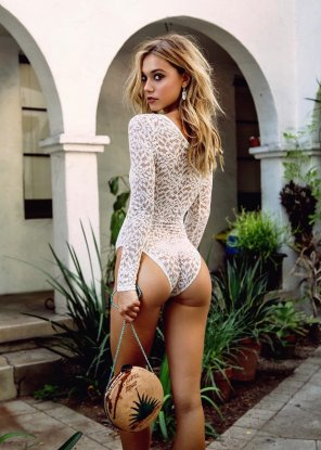 amateur photo Alluring Alexis Ren