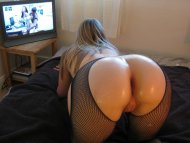 amateur photo Oiled and watching