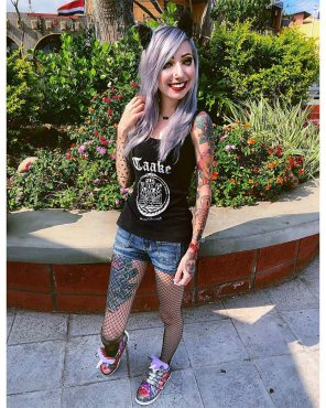 amateur photo Fish Nets, Jean Shorts and Taake