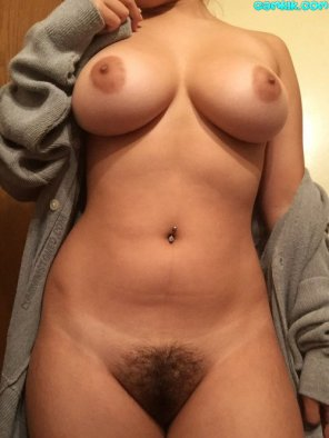 amateur photo Perfect titties and an old school bush