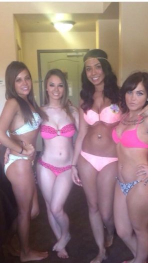amateur photo Friends in bikinis