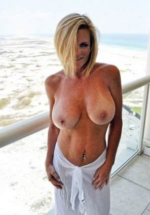 amateur photo Milf with amazing tits