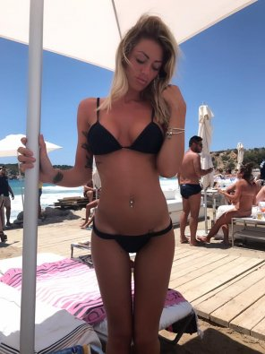 amateur photo Tight girl in black bikini