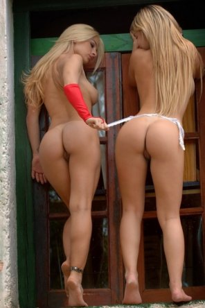 amateur photo Beautiful blonde butts