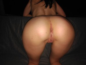 amateur photo Wi[f]e with big beautiful white ass