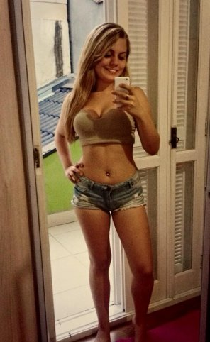 amateur photo Brazilian beauty.
