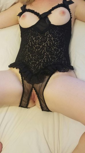 amateur photo Since you guys asked, here's another pic :) Would you like to find me in your bed like this?