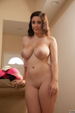amateur photo Noelle Easton is unimpressed