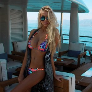 amateur photo Busty boat blonde