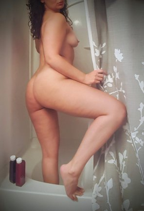 amateur photo Anyone else prefer taking showers at night? [f/34] :)