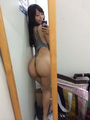 amateur photo Asian booty