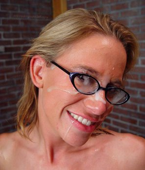 amateur photo HOT FACIAL ON GLASSES
