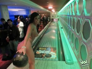 amateur photo Naked bowling