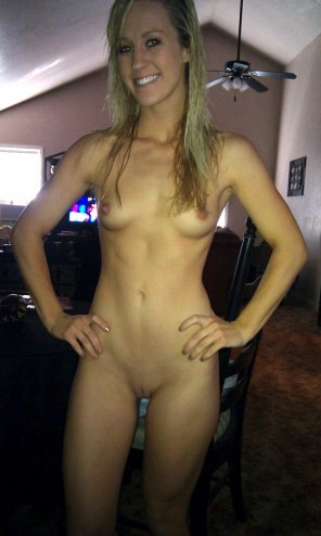 amateur photo PictureFull frontal blonde