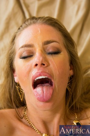amateur photo Nicole Aniston wears it well