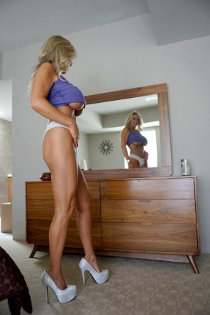 amateur photo Milf checking herself