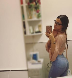 amateur photo Glasses and tight jeans