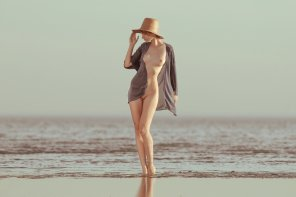 amateur photo Nude on the beach by Mikhail Potapov