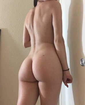 amateur photo 23 [F4M] - Snapchat: LilySane - Bubble Buttt