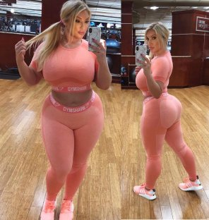 amateur photo Thick blonde @thedoctorbae