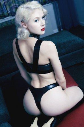 amateur photo Pale Blonde