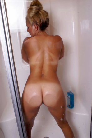 amateur photo Ass on the Glass