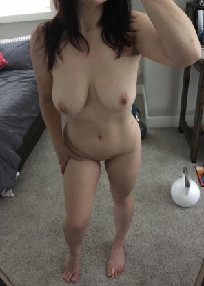 amateur photo Short with curves and a propensity for hard fucking [F]35