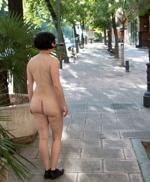 amateur photo Bare Ass on the Sidewalk