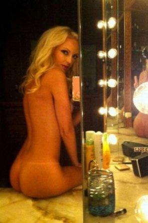 amateur photo mirror blonde