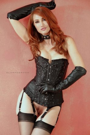 amateur photo Presenting: Kendra James [via r/ladiesinleather]