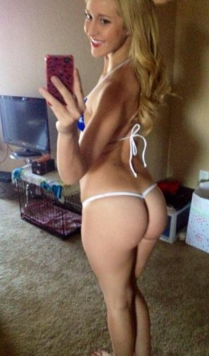 amateur photo Hey blondie, drop your laundry