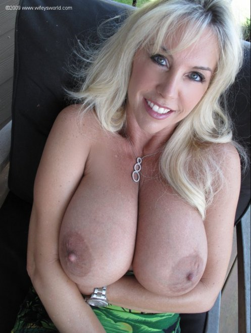 Stacked MILF Porn Photo