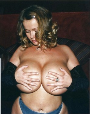 amateur photo Hand bra...