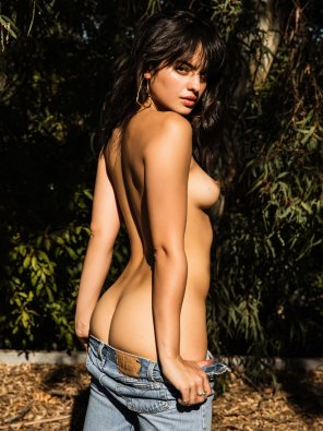 amateur photo Dropping her jeans