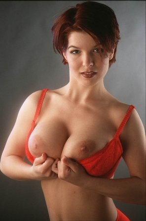 amateur photo Red bra