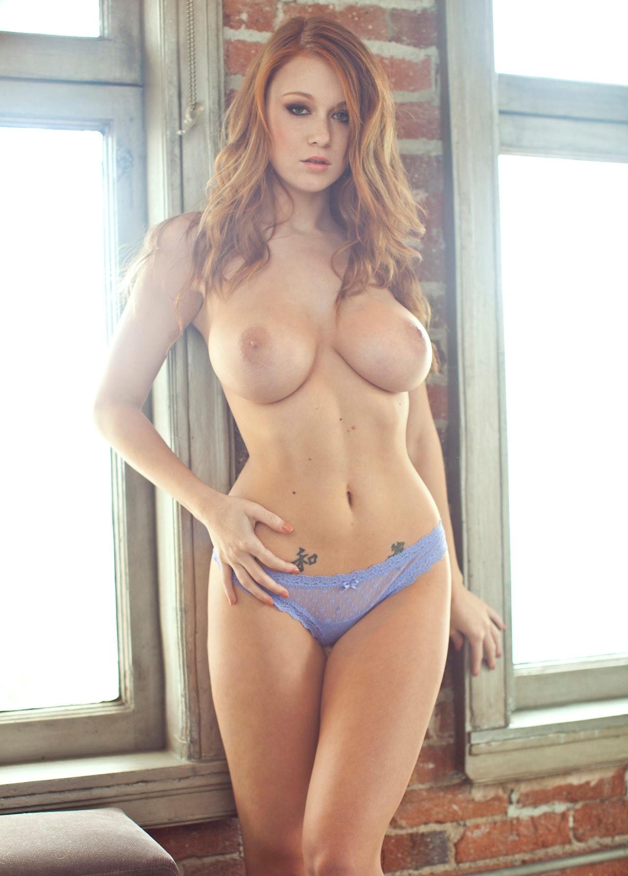 Perfect hourglass figure nude