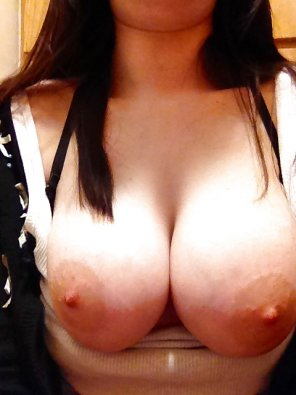 amateur photo Tits pulled out