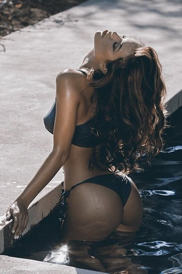 booty in the pool Porn Photo