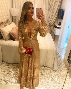 amateur photo PictureGolden dress