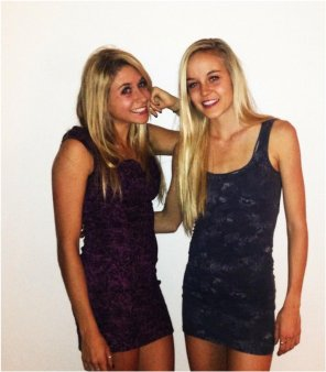 amateur photo 2 college blonde babes