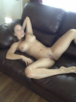amateur photo PictureNaked on the couch