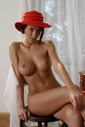amateur photo Red Hat