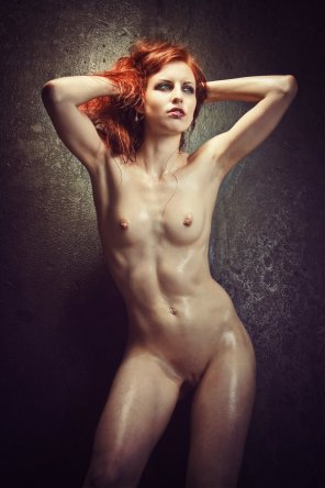 amateur photo Hard-body, pierced nipples, red hair.
