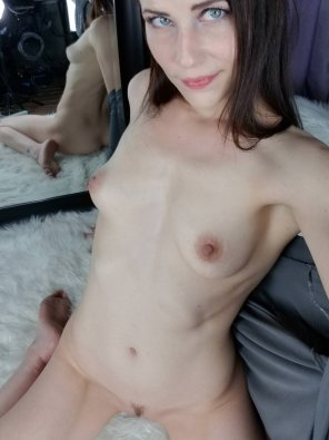 amateur photo Blue eyes, soft lips, small tits
