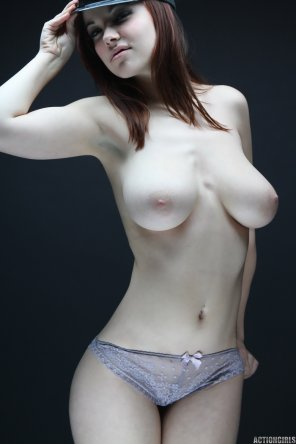 amateur photo boobs pale love