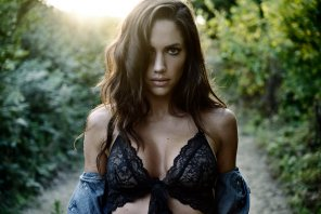 amateur photo Lovely brunette in the orchard